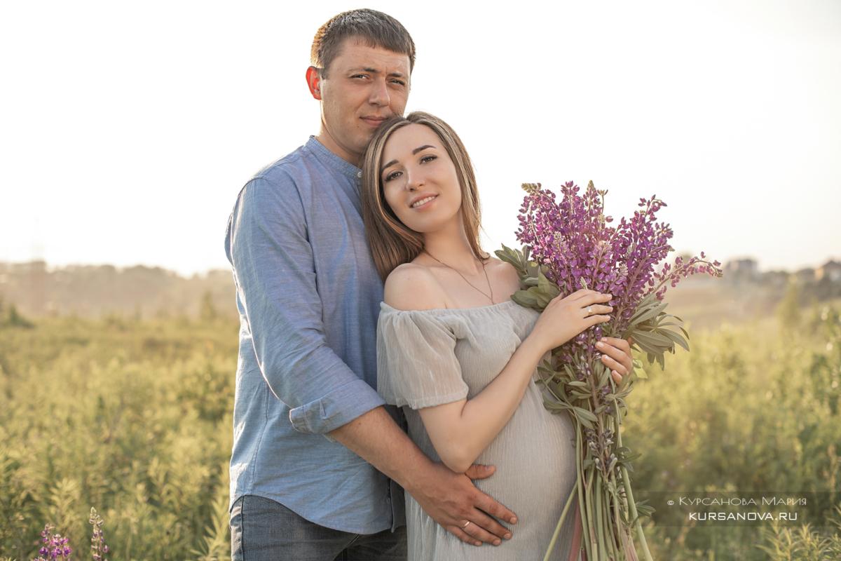 Фотосессия беременности с мужем лето поле