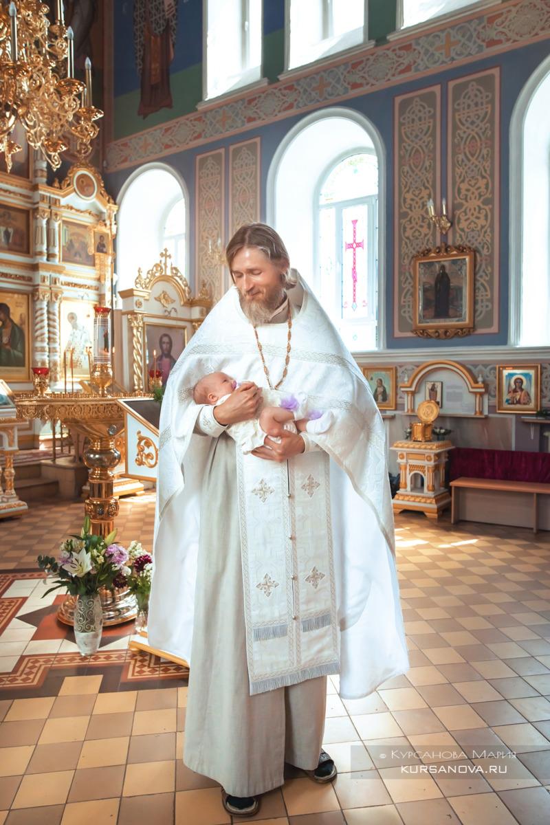 Фото - Батюшка с крестницей