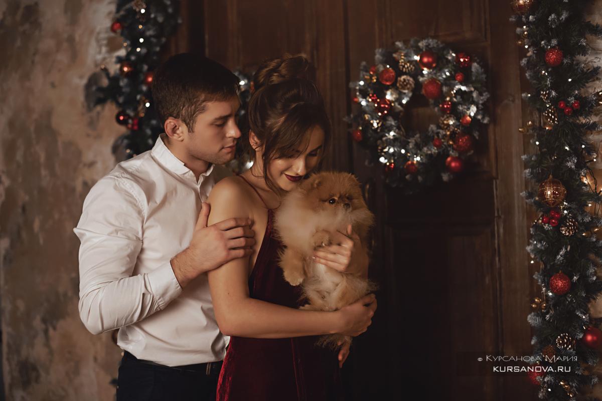 Новогодняя фотосессия с ребенком, папа с сыном около елки.
