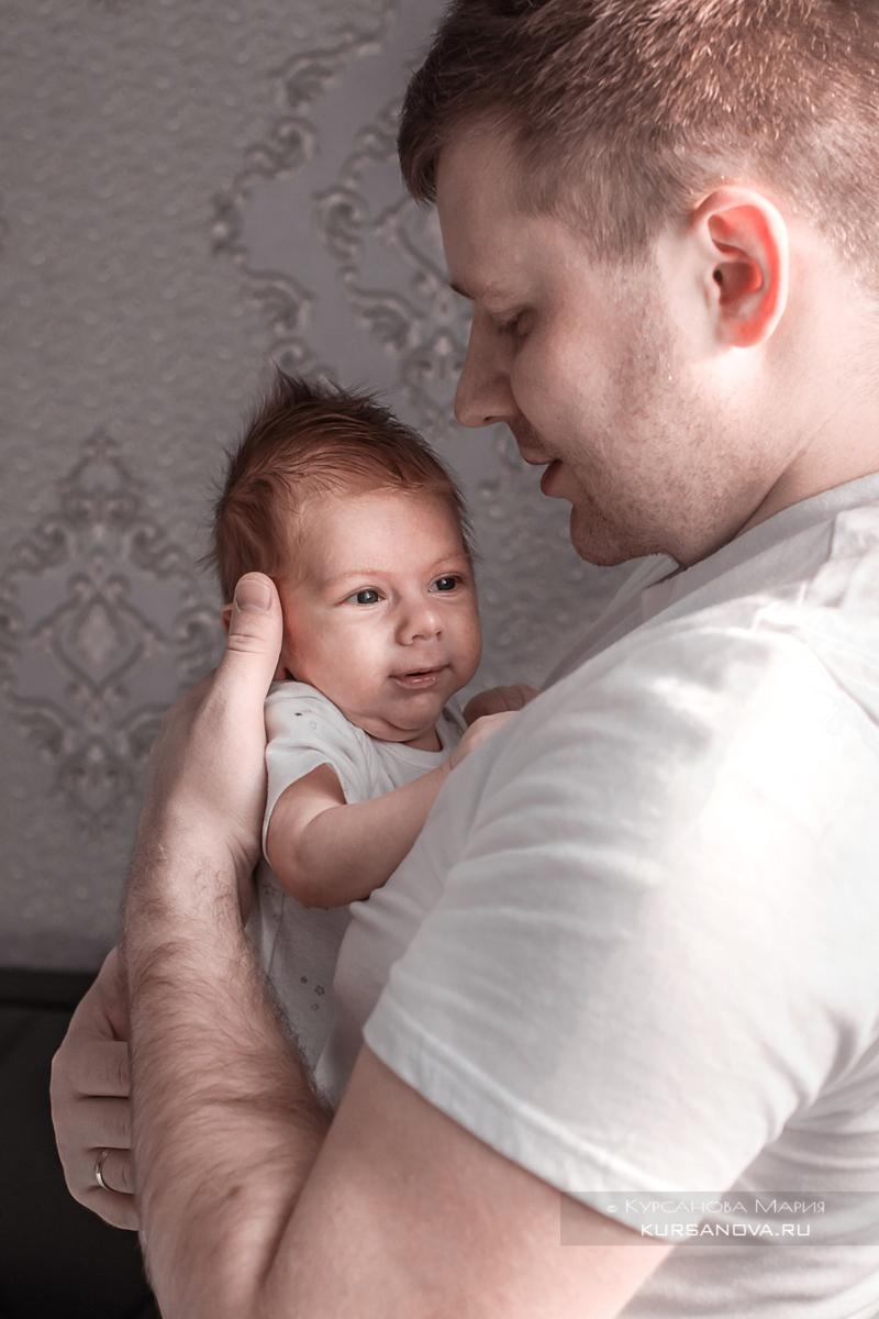 Фотосессия малышей до года с мамой и папой дома