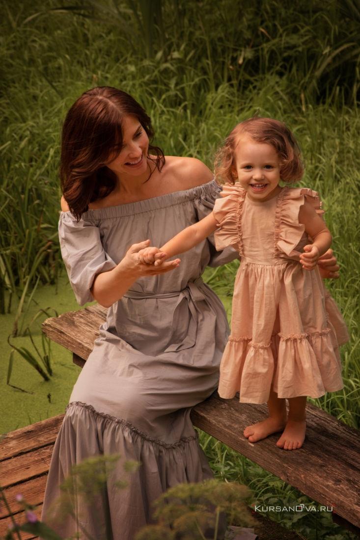 детская фотосессия на улице мама и дочка