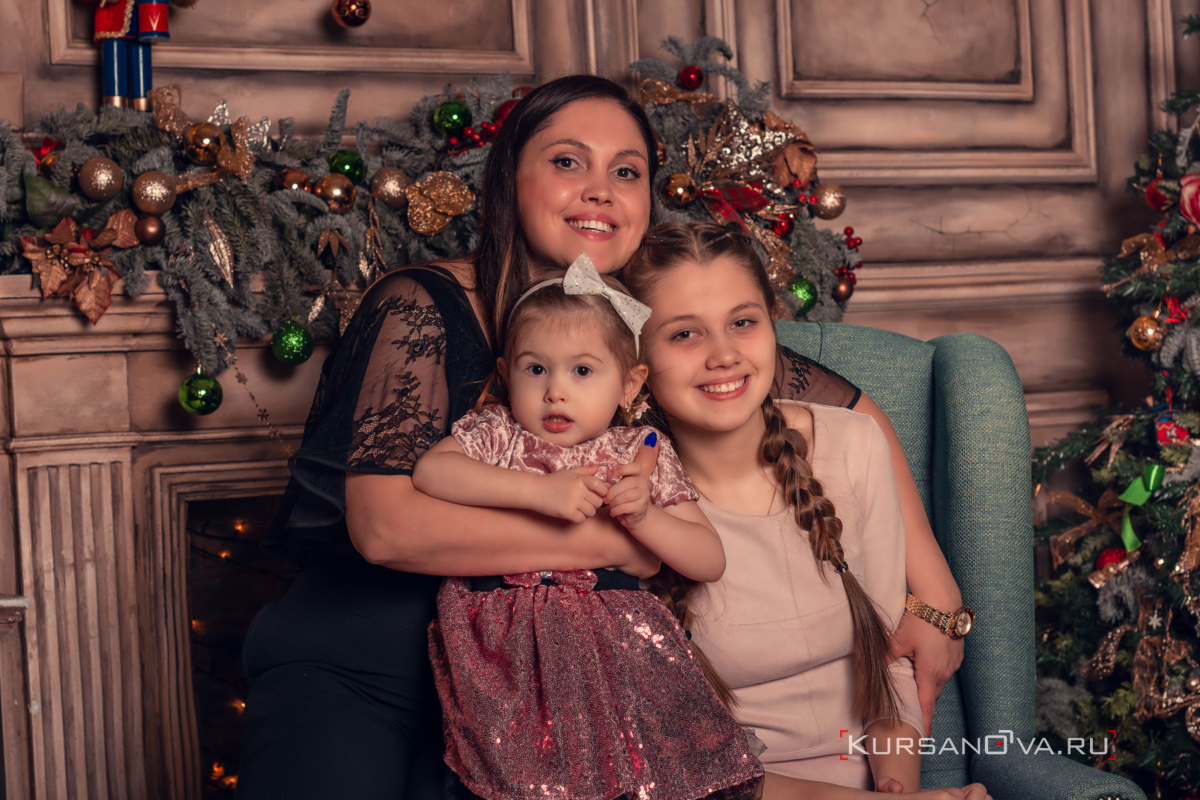 Детская фотосессия в красивой студии новый год