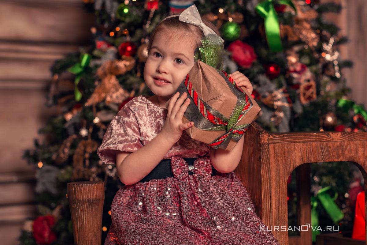 Детская фотосессия в красивой студии на год